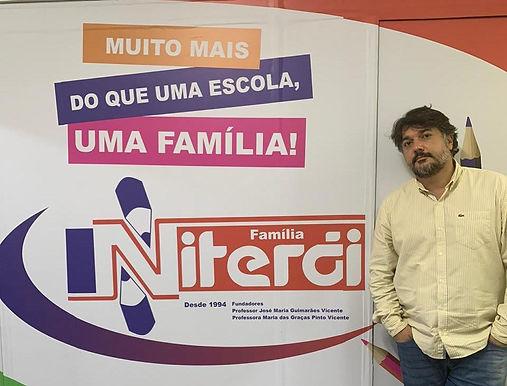 """Colégio Niterói abre """"aulões"""" para todos na pandemia"""