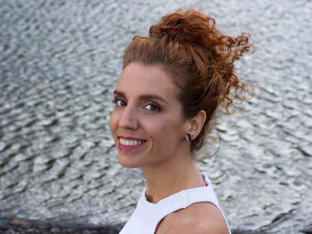 Ana Luiza França lança em Niterói seu primeiro livro, 'No Ventre do Mundo'