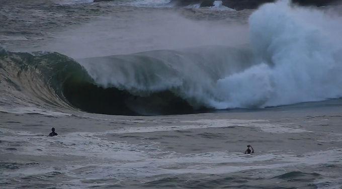Surfistas enfrentam as desafiadoras ondas do Shock, em Itacoatiara