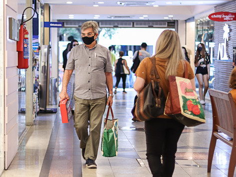 Ainda não acabou: uso de máscaras deve durar mais alguns meses, diz infectologista