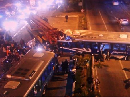 Acidente com caminhão sem freio deixa um morto e 12 feridos na Alameda; vídeo