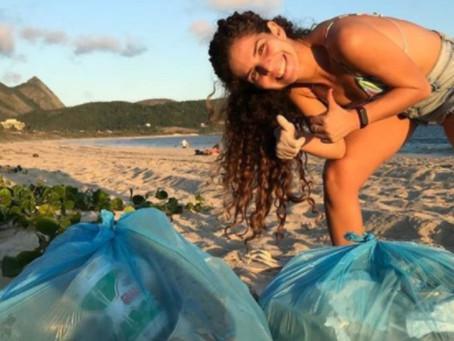 Jovens recolhem lixo acumulado em Camboinhas no fim de semana