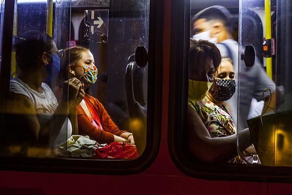 Decreto libera ônibus e barcas entre Niterói e Rio na pandemia