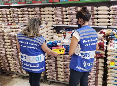 Procon faz blitz em supermercados de São Gonçalo após denúncias sobre preços abusivos