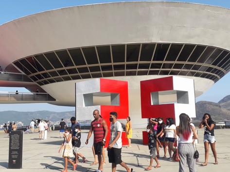 MAC 25 anos: domingo de sol foi convite para visitar o museu