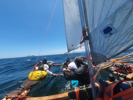 Expedição de canoa que saiu da Bahia chega a Niterói depois de 22 dias e muita aventura dentro dágua