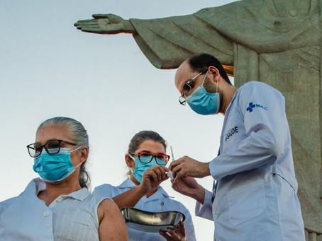 Ser do SUS é gratificante, diz enfermeira da 1ª vacinação no Rio e que é moradora de Niterói