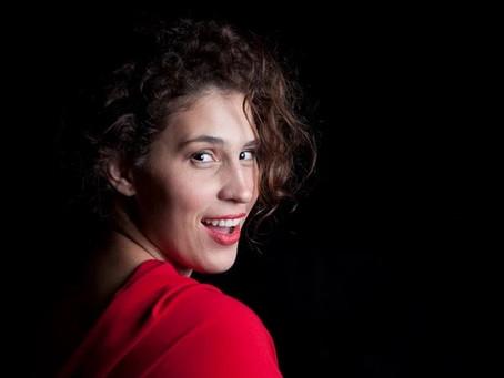 Cantora lírica  de Niterói participa de projeto para ajudar músicos clássicos