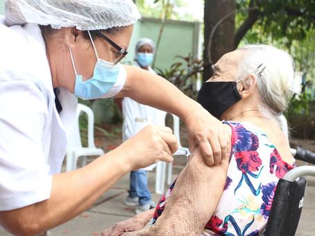 Niterói aplica 3ª dose em idosos a partir desta quarta (1); veja o calendário
