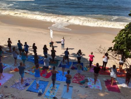 'Yoga na praia' celebra o Outubro Rosa neste domingo, na Boa Viagem