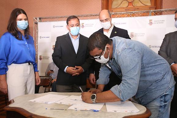 Niterói e Estado assinam contrato para financiamento de micro e pequenas empresas