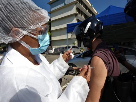 Niterói antecipa calendário e vacina pessoas acima de 18 anos até 23 de agosto