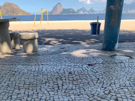 Moradores relatam acidentes provocados por calçadas irregulares na Praia de Icaraí