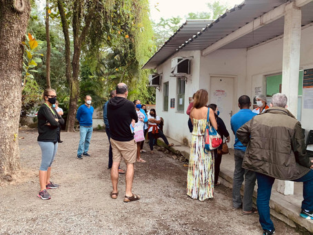 Sem critério único, xepa da vacina em Niterói depende dos postos