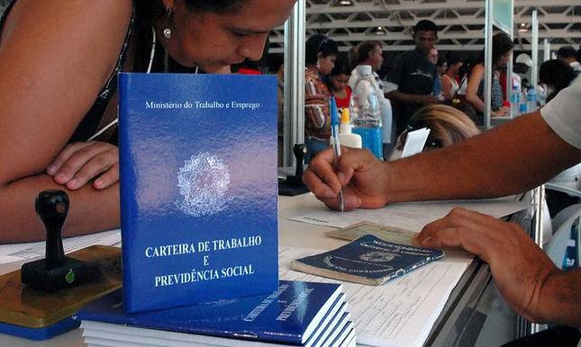 Emprego volta a crescer no Brasil