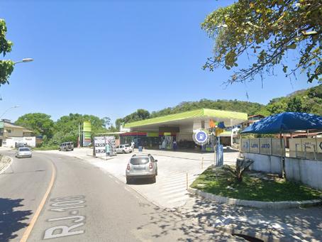 Motoristas de Niterói 'pegam a estrada' para abastecer por menos