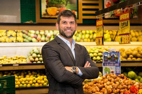 Supermercados ampliam delivery, vendem mais e contratam pessoal