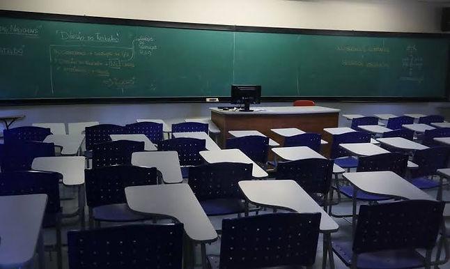 Maioria acha que volta às aulas presenciais agravaria pandemia, diz Datafolha