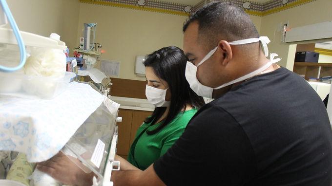 No meio da pandemia, um parto pouco comum: trigêmeos idênticos nascem em Niterói