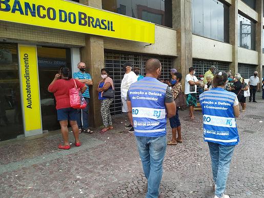 Procon autua bancos em Niterói por longa espera nas filas na pandemia