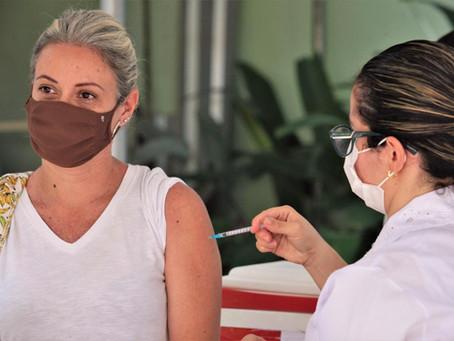 Niterói atinge marca de 90% da população adulta vacinada com as duas doses