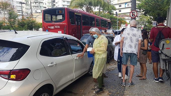 Falta de previsão sobre vacinas deixa idosos de Niterói apreensivos