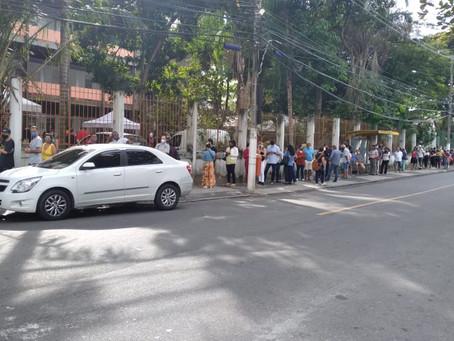 Posto do Vital Brazil amanhece com três longas filas para vacinação contra Covid