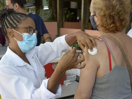 Niterói abre novos postos para reduzir filas da vacina contra Covid