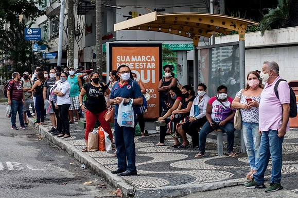 Trabalhadores reclamam da falta de ônibus na volta para casa em Niterói