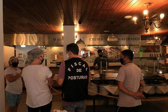 Empresários criticam decreto que obriga bares e restaurantes de Niterói a oferecer porta-máscaras