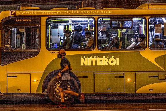 Ônibus circulam sem distanciamento mínimo na pandemia de Niterói