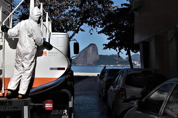 Sanitização de ruas contra Covid-19 continua em Niterói
