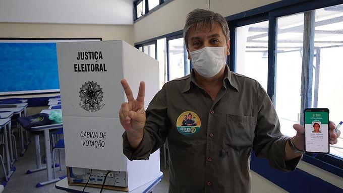 Deuler, candidato do PSL, vota e também se diz otimista