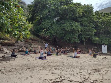 Projeto 'Yoga na Praia' retorna às areias da Boa Viagem, em Niterói