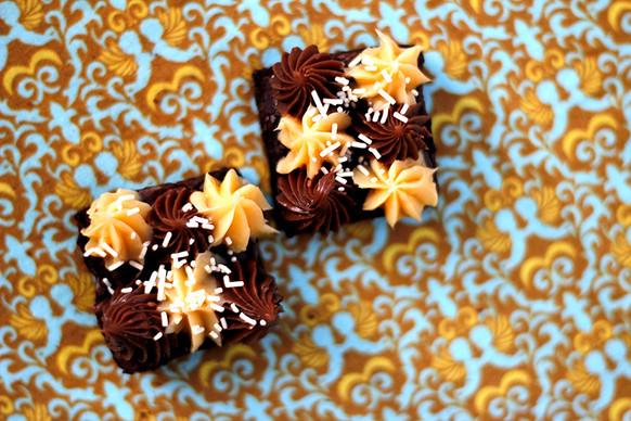 Brownie de Cacau com Cobertura Dois Amores