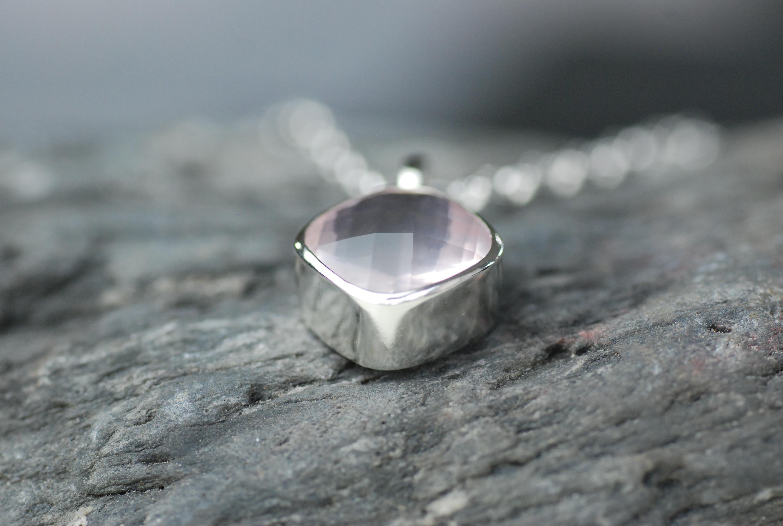 Collieranhänger mit Rosenquarz in Silber