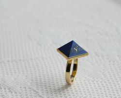 Silberring vergoldet mit Lapislazulipyramide