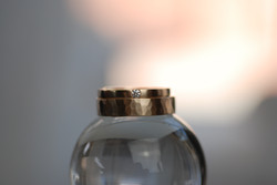 Eheringe Roségold / Mittelgold mattiert, Herrenring gehämmert