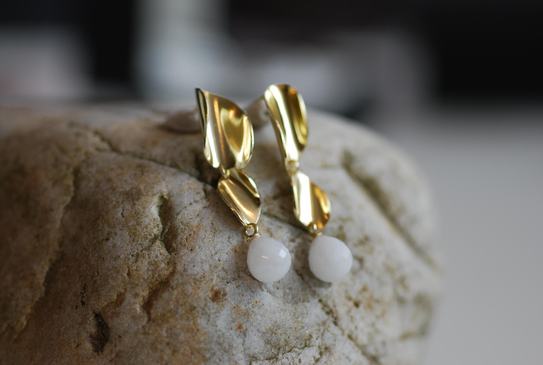 Vergoldete Ohrringe mit Kascholontropfen
