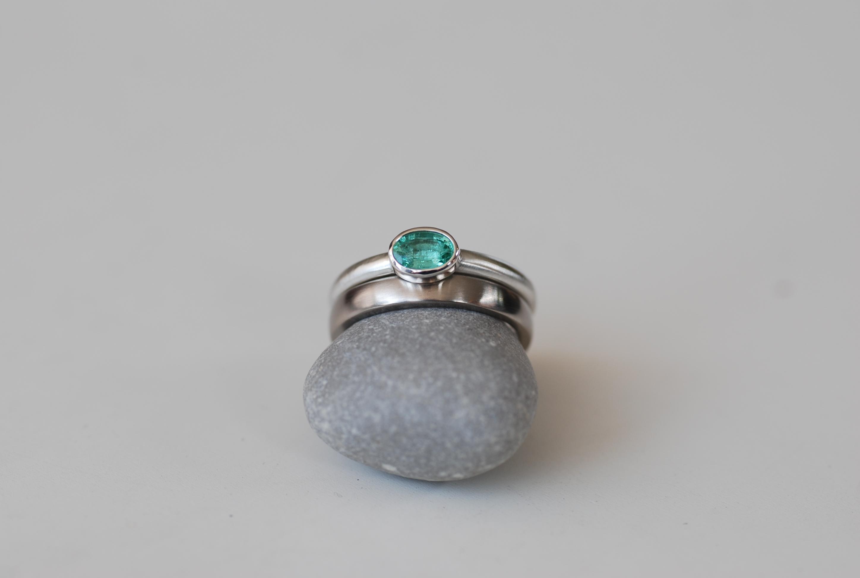 Silberring mit Smaragd, Weißgoldring