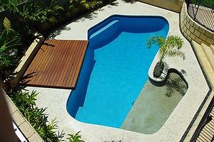 きれいなプールの水500.jpg
