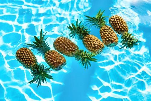 パイナップルを浮かべたり
