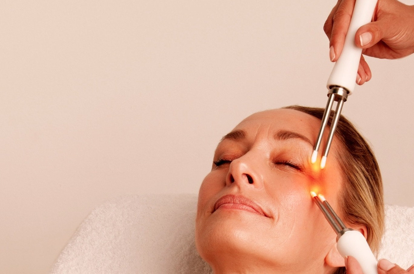 Eye Lift with LED therapy