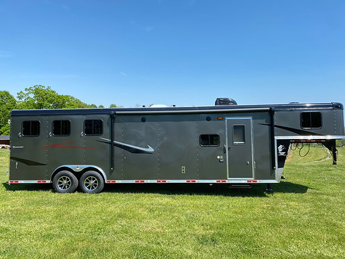 NEW 2022 Ricochet 3 Horse 8' Wide 11' LQ with Slide out STOCK #0021
