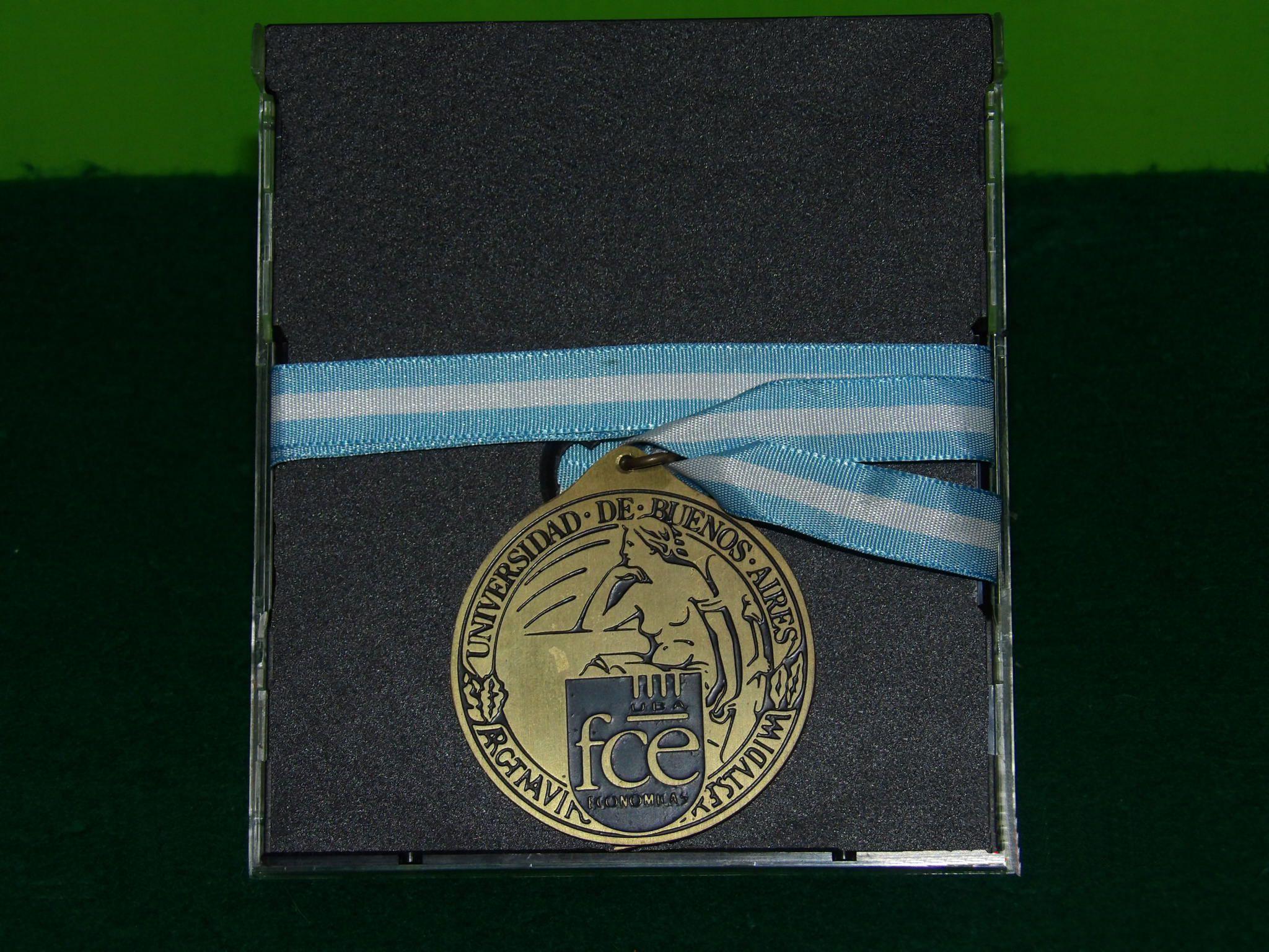 medalla fce uba