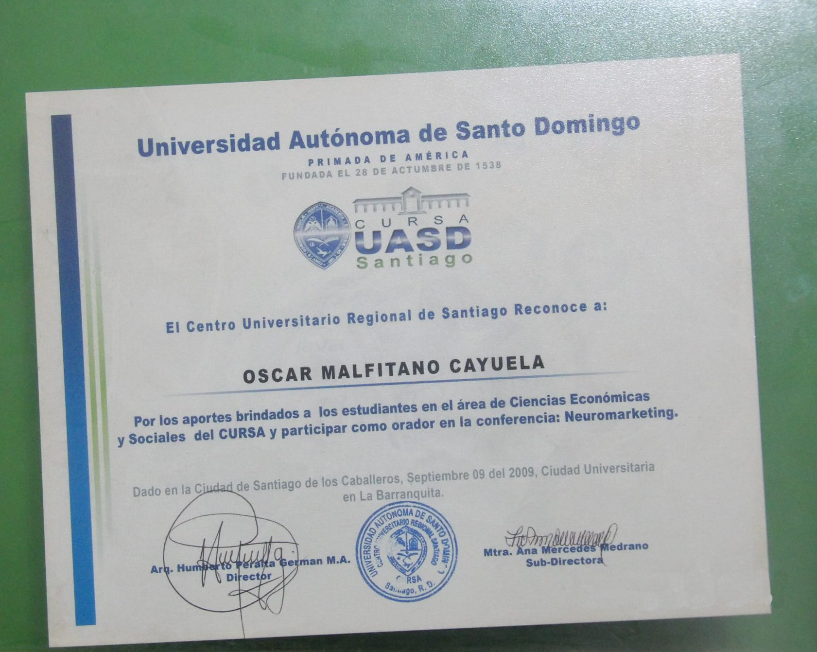 reconocimiento conferencia neuromarketing universidad de santo domingo