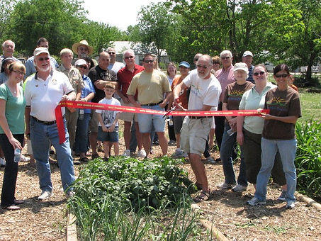 CommunityGardenRibbonCutting_Original.jp