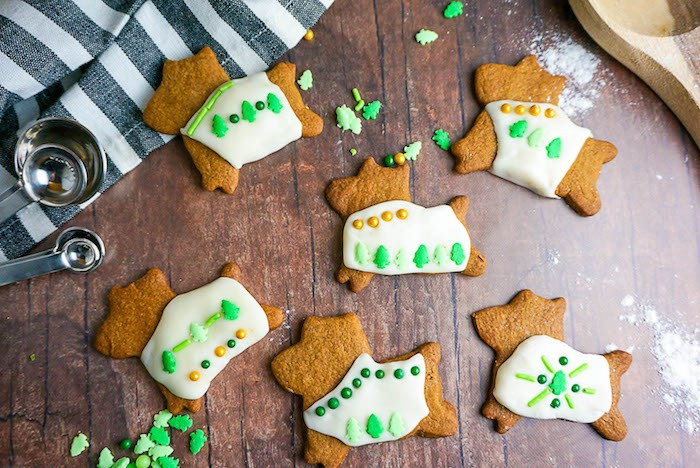 Gingerbread-Dog-Cookies-close.jpg