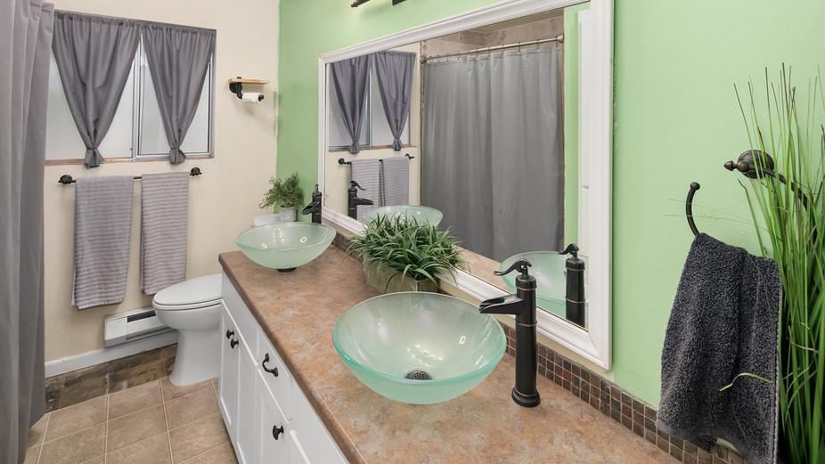 web_11-hall-bathroomjpg