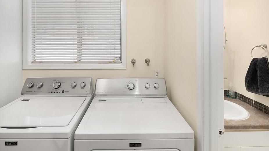 web_06-laundry-bath-off-of-family-room